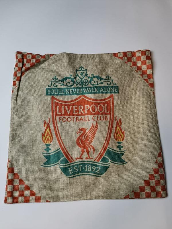 Наволочка на подушку с эмблемой Ливерпуль