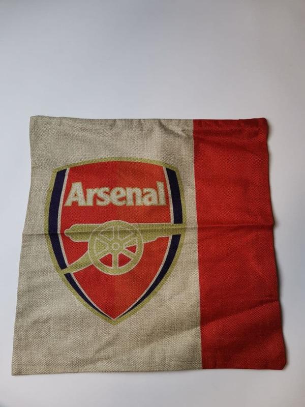 Наволочка на подушку с эмблемой Арсенал серо-красная