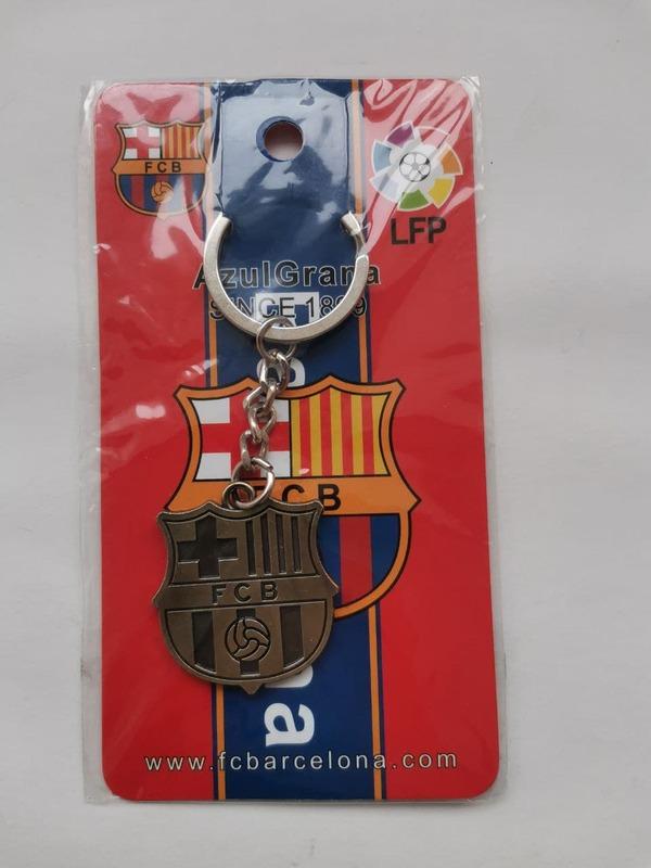 Металлический брелок с эмблемой Барселона