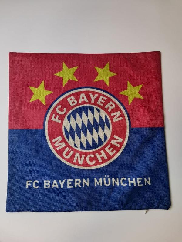 Наволочка на подушку с эмблемой Бавария Мюнхен красно-синяя