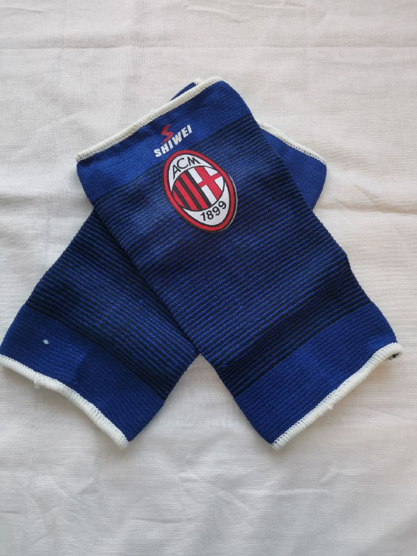 Милан футбольные бандажи на колено